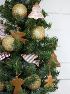 Original_Layla-Palmer-cookie-cutter-ornaments-beauty-close-up_s3x4_lg